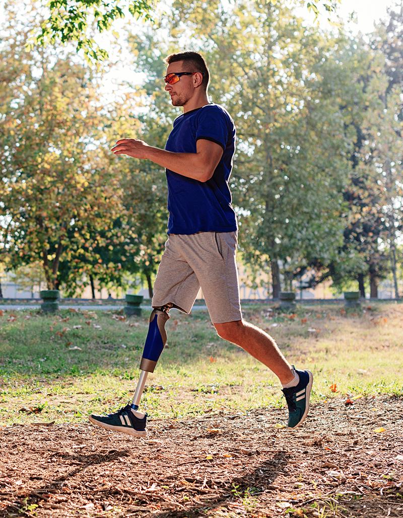 ansatt prøver ortopediske sko